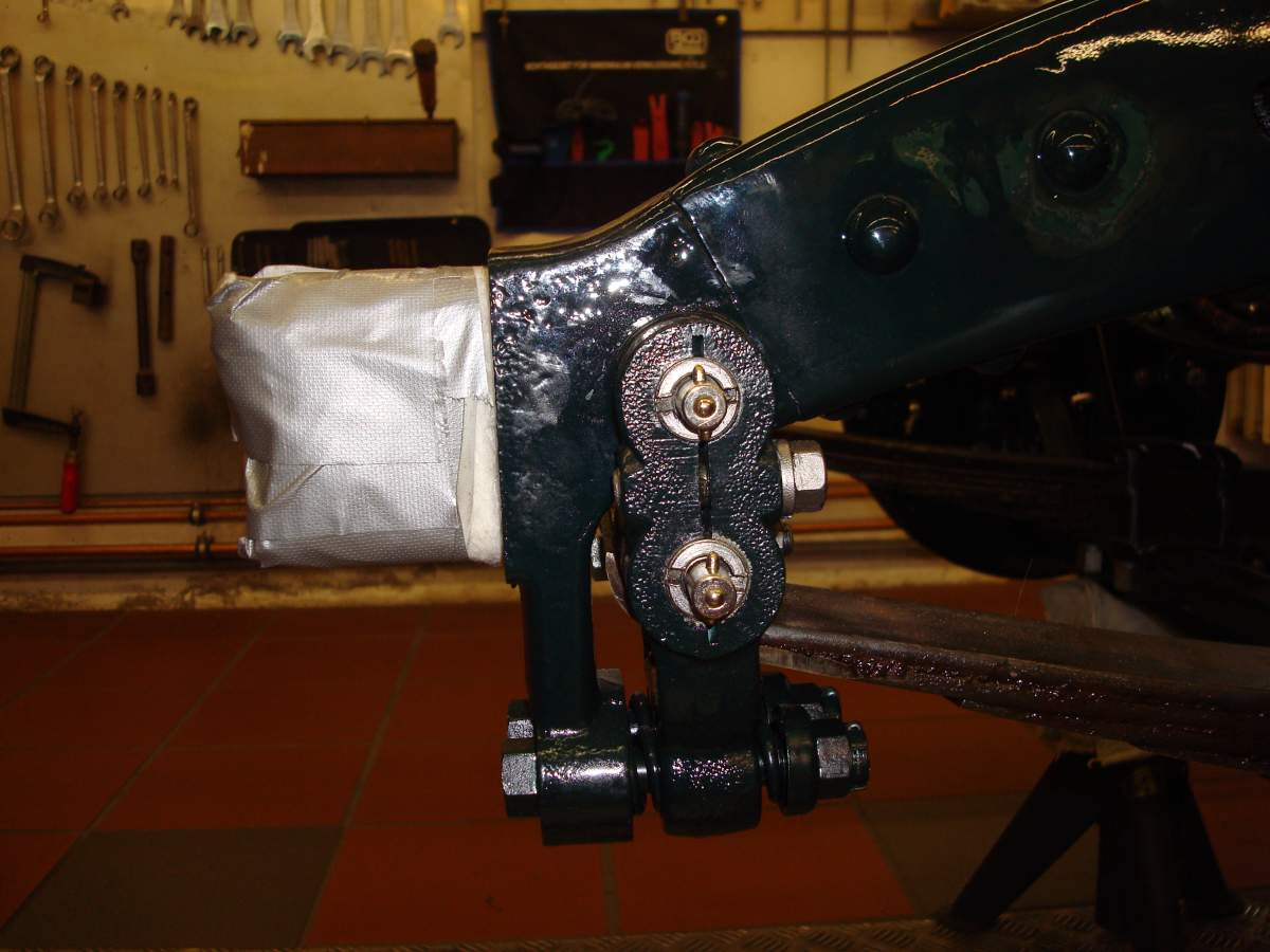 1:12 1932 Cadillac V-16 frame and engine-avant-gauche-jpg