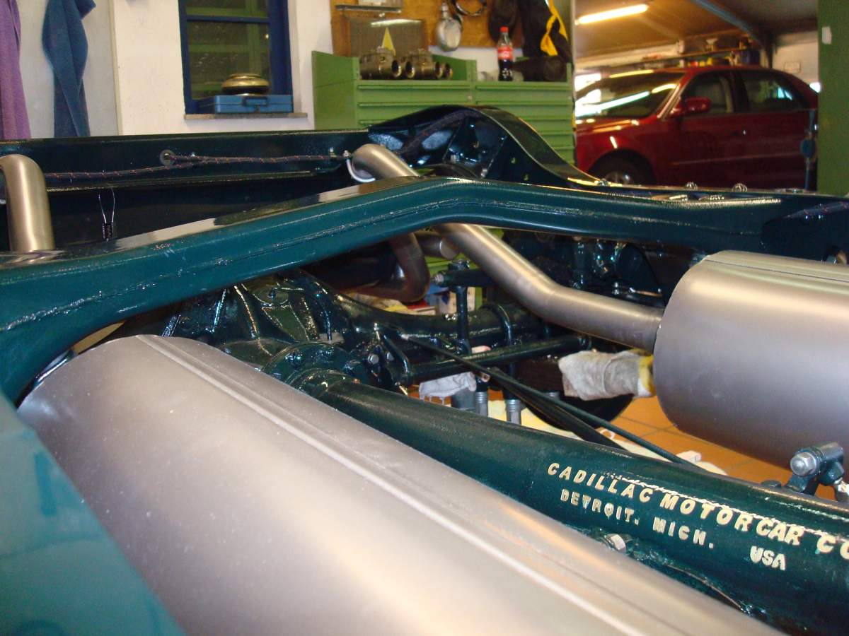 1:12 1932 Cadillac V-16 frame and engine-crossmember-jpg