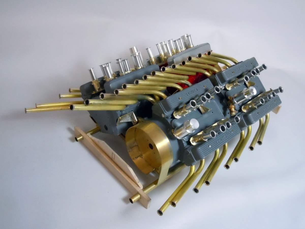 Tommy Ivo's Showboat 1/8 Scale-sb-engine-52-jpg