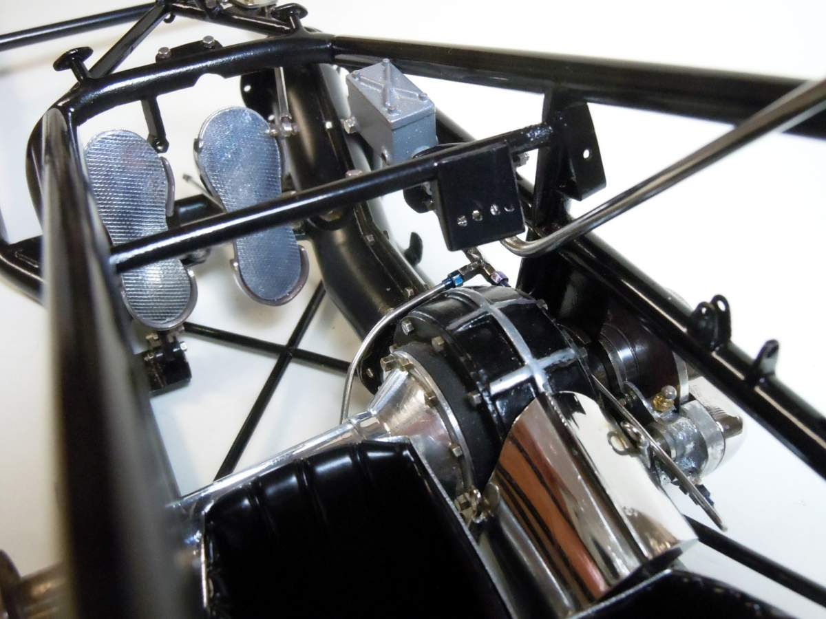 Tommy Ivo's Showboat 1/8 Scale-assembly-07-jpg