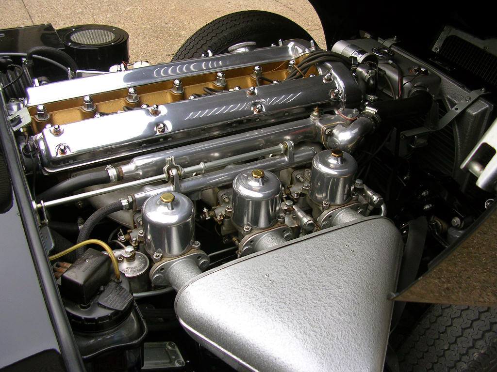 Tommy Ivo's Showboat 1/8 Scale-1962-engine-bay-jpg