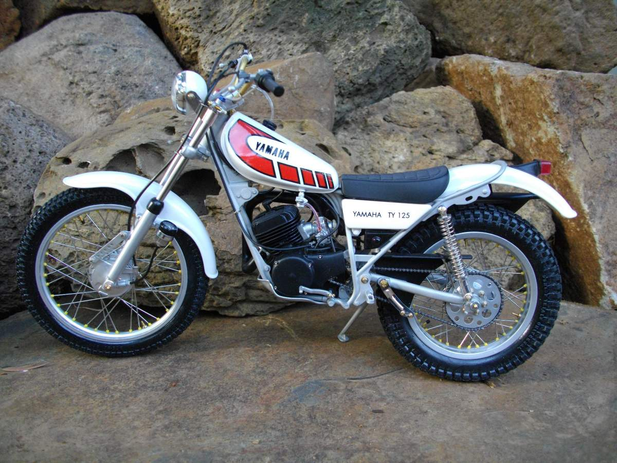 1/8 Yamaha Trials TY 125.-rock-002-jpg