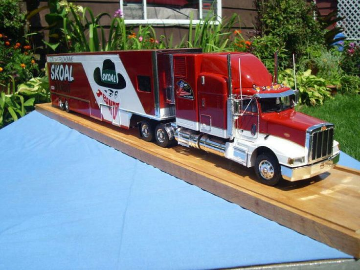 does any one have any scale nhra transporter models like this one with photos thanks-66f9123d09fd688c55194064149f49ee-jpg