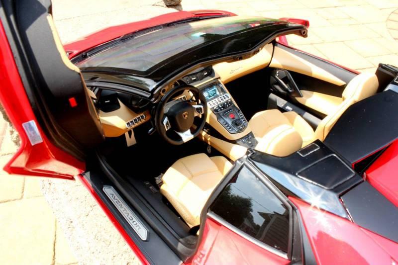 Pocher Aventador Roadster interior detail HK 103