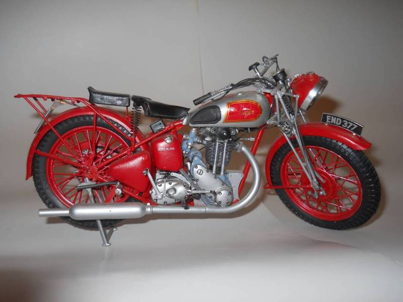 Etrl 1/8 scale 1940s Triumph 350 single