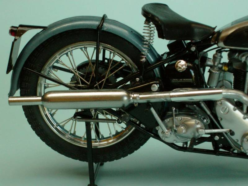 Triumph_tiger_80_1937_rueda_trasera_der