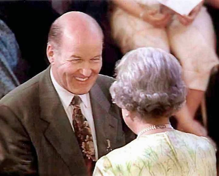 Receiving_his_MBE_from_the_Queen